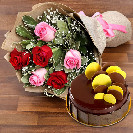Beautiful Roses Bouquet With Chocolate Fudge Cake: Midnight Delivery Gifts