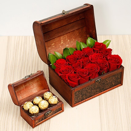 Elegant Box Of 15 Red Roses and Chocolates: Valentines Day Flower Arrangements