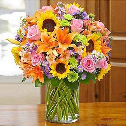 Garden of Grandeur: Wedding Flower Arrangements