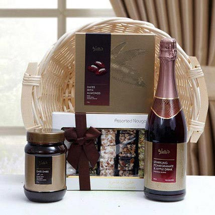 Delectable Centerpiece: Gift Hampers