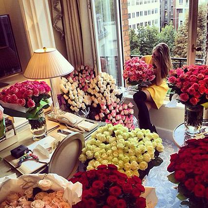 Enchanting 500 Roses Vase Arrangement: Gifts for Girlfriend