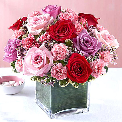 Bright Roses Vase: Flower Delivery in Abu Dhabi