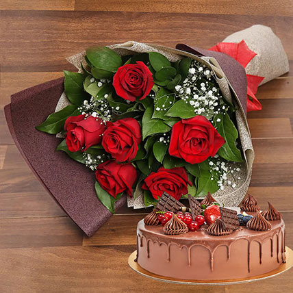 Elegant Rose Bouquet With Chocolate Fudge Cake: Gifts Combos