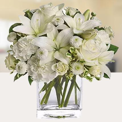 Serene White Flower Vase: Chrysanthemum Flowers