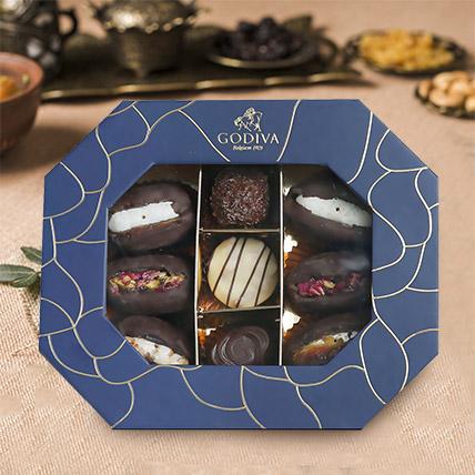 Delicious Dates and Pralines Box 9 Pcs: Dates