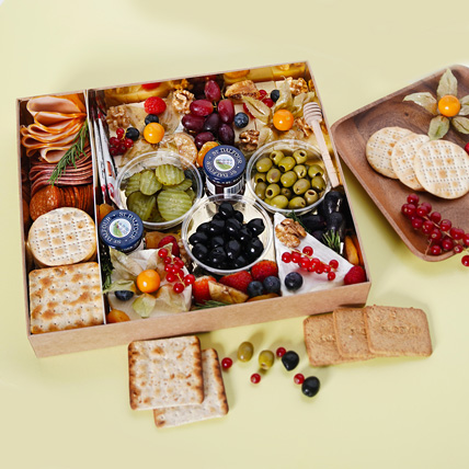 Small Cheese Box with Condiments: New Arrival Gifts