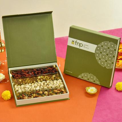 Savoury n Sweets Box: