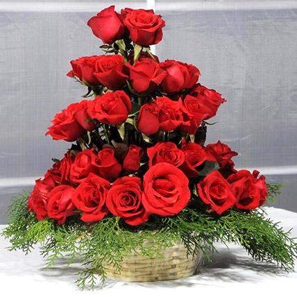 Red Rose Basket: Send Gifts To Pakistan